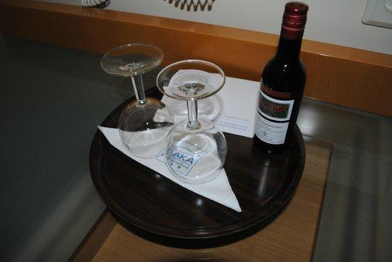 Plaka Hotel: The complimentary wine