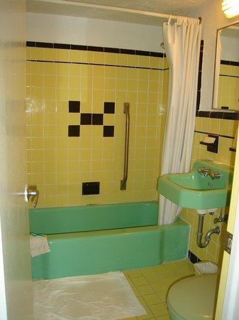 Jolly Roger Motel : great era colors!