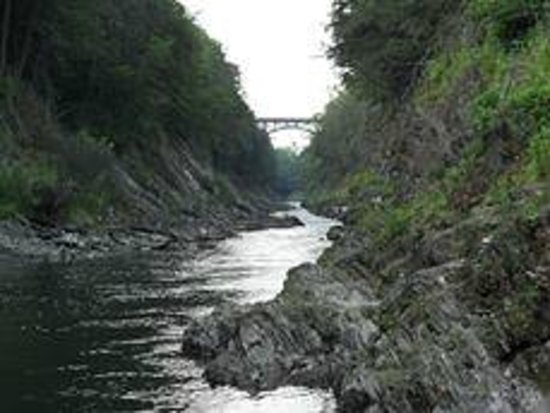 Quechee Gorge: Looking Up to bridge from gorge