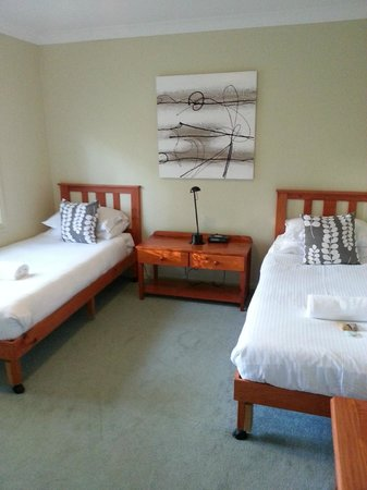 Kangaroo Valley Golf & Country Resort: 2nd bedroom.