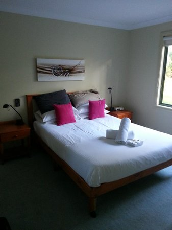 Kangaroo Valley Golf & Country Resort: Main bedroom.