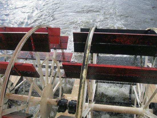 The La Crosse Queen : Actual working split-sternwheel