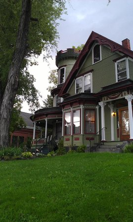 Maplecroft Bed And Breakfast : Maplecroft outdoors 1