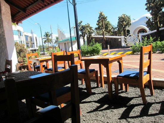 La Garrapata: view of seating area to main street