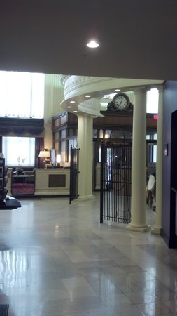 Residence Inn Columbus Downtown: The front entrance from the breakfast area