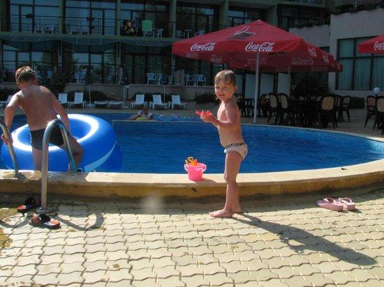 Palm Beach Hotel: бассейн