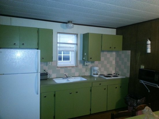 Little Ted's Cottages: kitchen