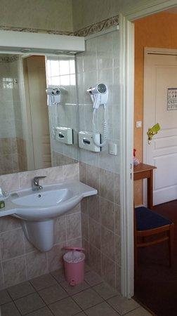 Logis Auberge de la Rose : Bathroom
