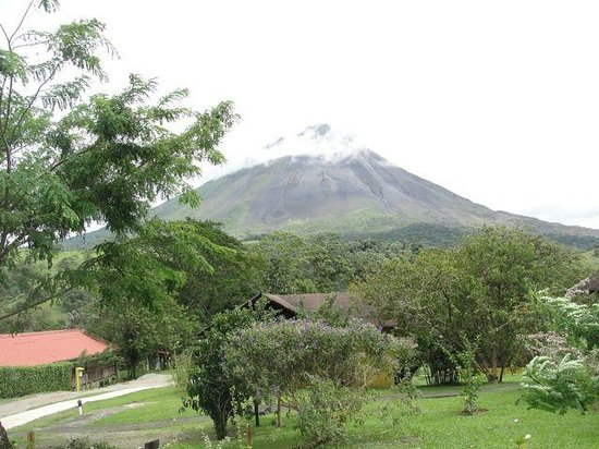 Hotel Campo Verde : View of Arenal Volcano from our patio outside our front door