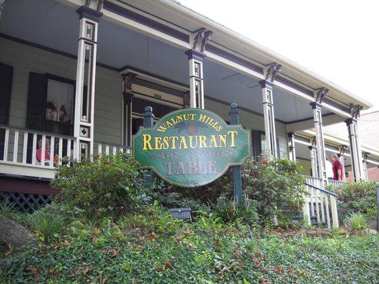 Walnut Hills Restaurant: front of house