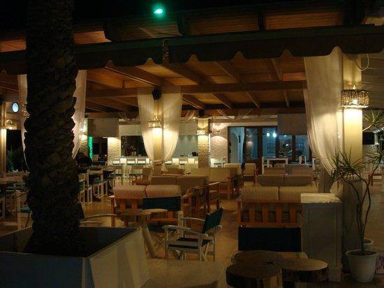 Akti Bar Restaurant : Akti evening