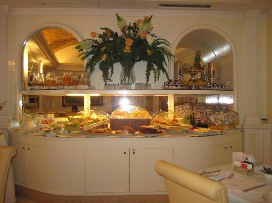 Piranesi Palazzo Nainer Hotel: Breakfast buffet