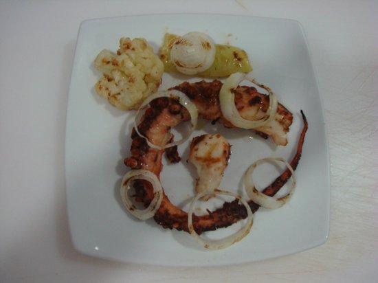Akti Bar Restaurant : Grilled octopus