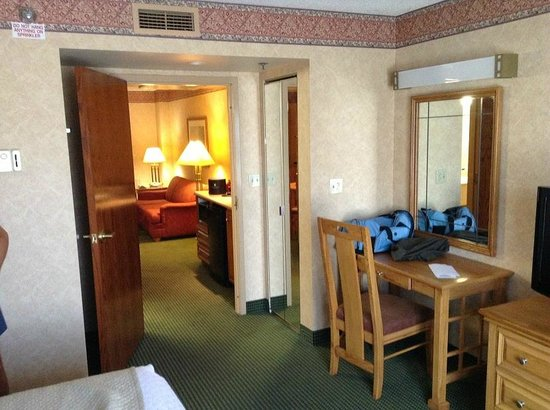 Embassy Suites by Hilton Omaha - Downtown/Old Market: Looking from bedroom to living area