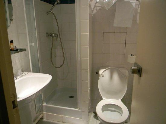 Eiffel Saint Charles: Bathroom