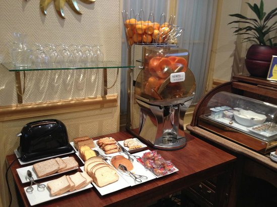 A l'Hotel des Roys : Breakfast