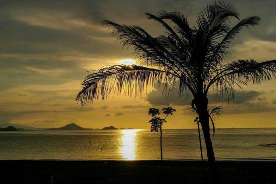 Luwansa Beach Resort: Gorgeous sunsets