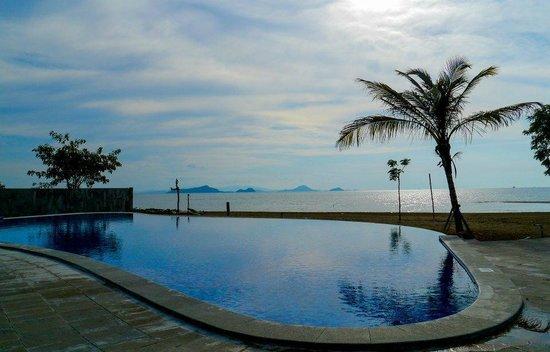 Luwansa Beach Resort: The pool