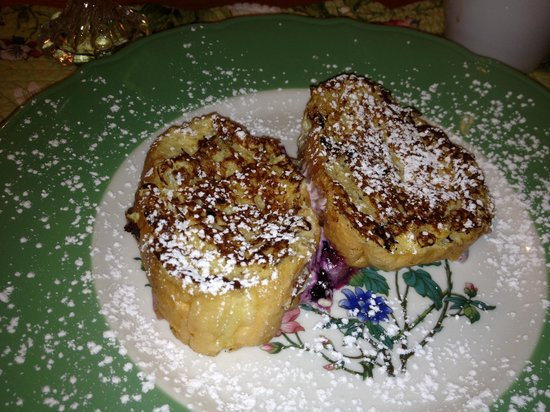 Aberdeen Inn: stuffed french toast...awesome!