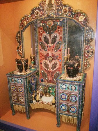Oakland Museum of California: Movie decoration from 1960's