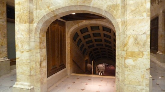 Woolworth Building: subway entrance, no longer in use