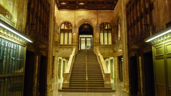 Woolworth Building: staircase in lobby