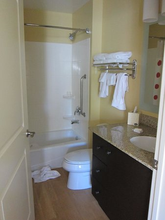Towne Place Suites: Bathroom