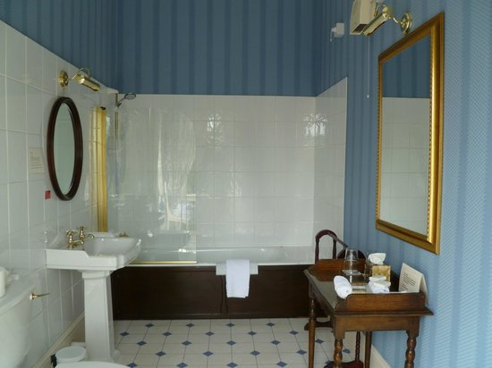 Westerton Bed and Breakfast: Blue room bathroom