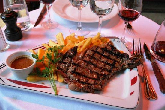 Le Boeuf a la mode: steak and fries
