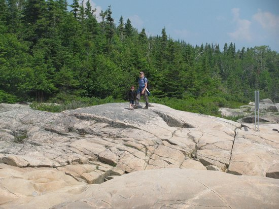 Les Bergeronnes, Canada: Exploring the rocks