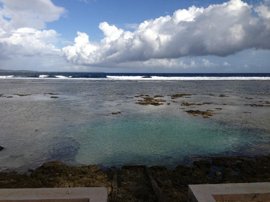 Waves on Bukura: Rock Pool for Swimming