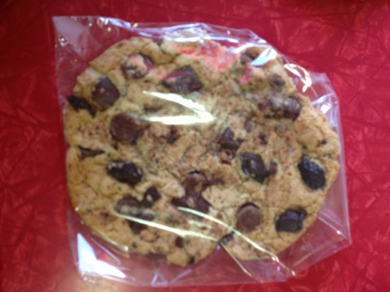 Keilar's Bakery : Huge Chocolate Chunk Cookie