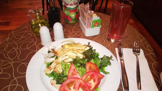 Holiday Inn Express Hotel & Suites at the WTC: Una ensaladita en el Tabacchi