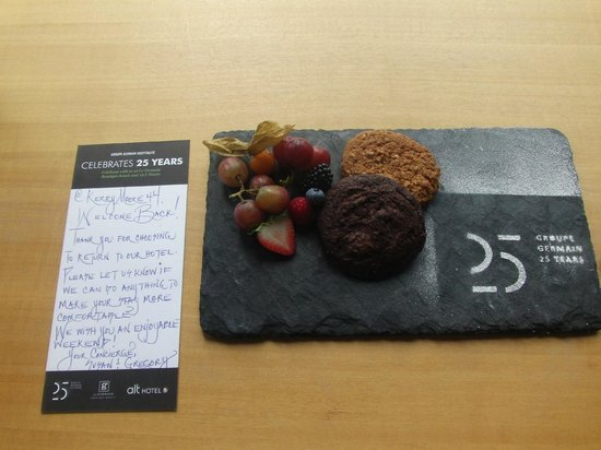 Hotel Le Germain Maple Leaf Square: our treat in our room from the concierge...nice!