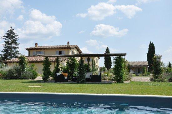 Agriturismo Siena Rinidia Bio: View from the pool area