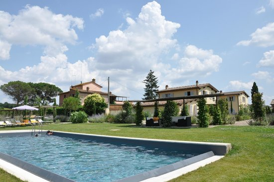 Agriturismo Siena Rinidia Bio: View from the pool area