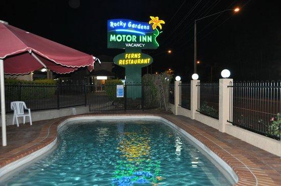 Rocky Gardens Motor Inn : Pool