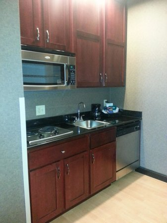 Homewood Suites by Hilton Indianapolis-Downtown: Kitchen