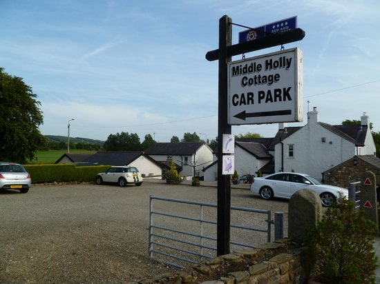 Middle Holly Cottage: large carpark