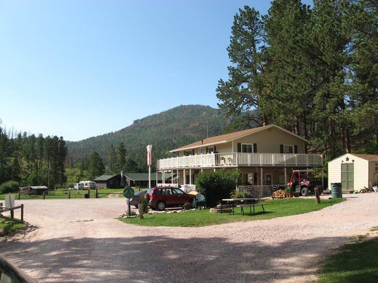 Horse Thief Campground: Registration/general store