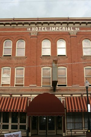 Imperial Hotel and Restaurant: Front of Hotel