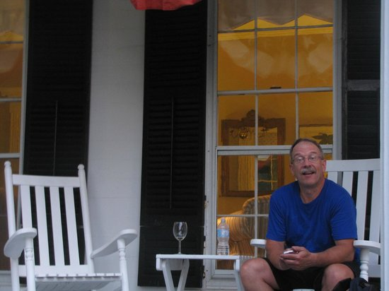 Liberty Hill Inn: Relaxing at days end