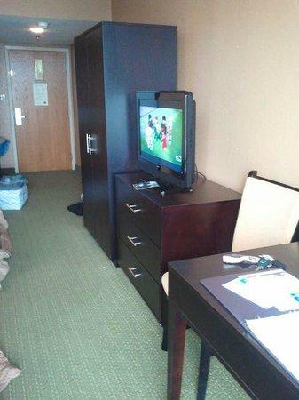 Comfort Inn Gold Coast: Very narrow room.  Small 32 inch TV.