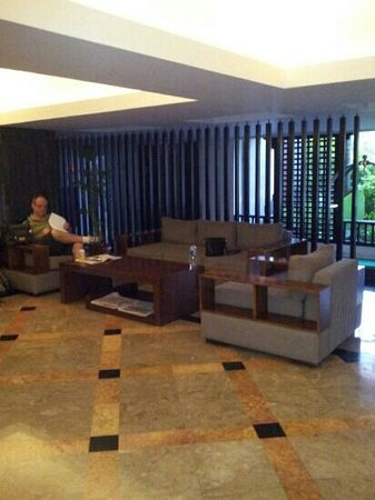 Sanur Paradise Plaza Suites: the foyer