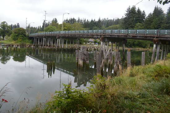 Kurt Cobain Memorial Park: Young Street Bridge