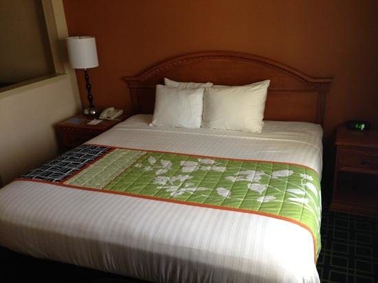 Fairfield Inn & Suites Napa American Canyon: bed