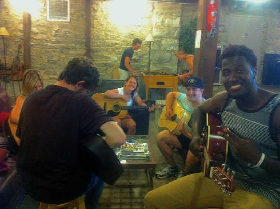Nashville Downtown Hostel: Daily spontaneous hostel jam sessions with musicians from all over the world.