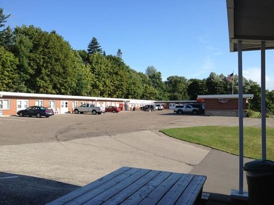 Budget Host Crestview Inn : Street view