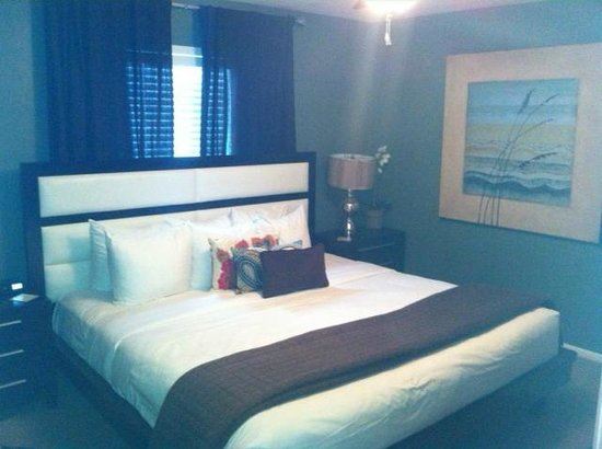 The Tavern Hotel : Cottage master bedroom