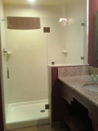 Santa Claran Hotel Casino: Shower